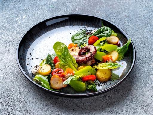 Теплый салат с марокканским осьминогом